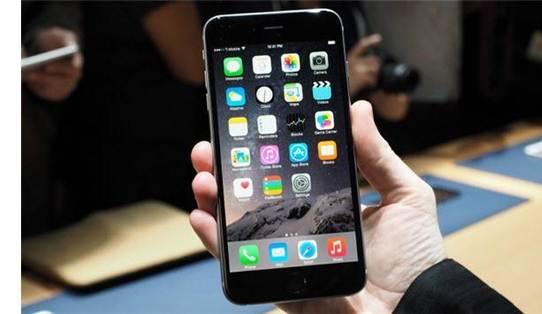 iPhone6 Plus в руке