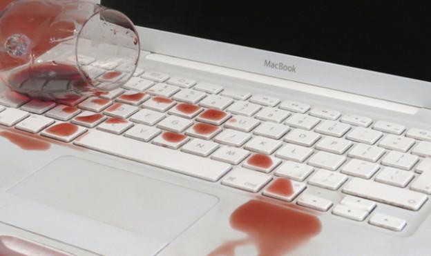 Что делать, если пролил жидкость на клавиатуру Mac?