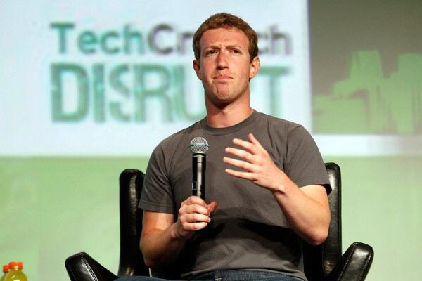 "Марк Цукерберг ""обиделся"" на Тима Кука"