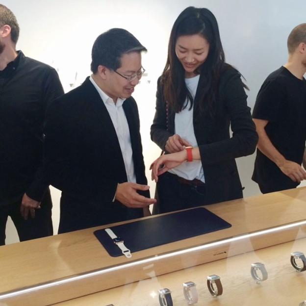 Apple наймет специалистов в области ювелирных украшений для продаж Apple Watch