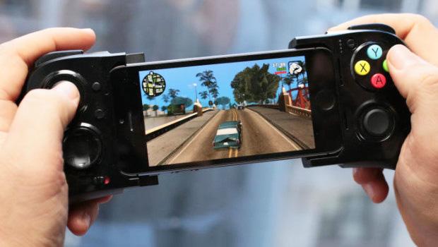 Apple запатентовала игровой контроллер для смартфона