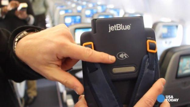 Авиакомпании начали принимать платежи при помощи Apple Pay