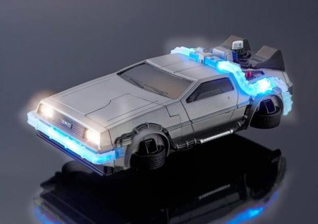 Появился чехол для iPhone 6 в виде автомобиля из фильма «Назад в будущее»