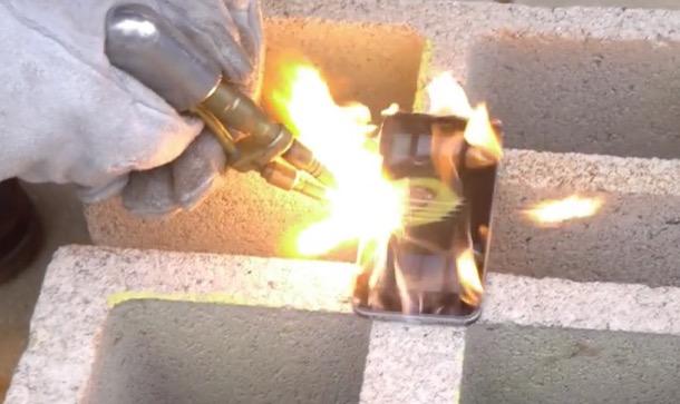 iPhone 6 поборолся с ацетиленовой горелкой