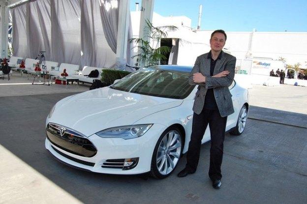 Генеральный директор Tesla считает, что Apple «отбивает» его специалистов