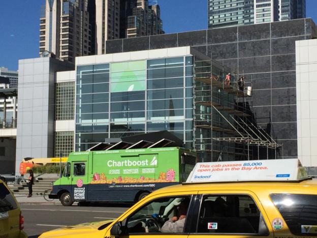 Apple активно подготавливает выставочный центр к презентации