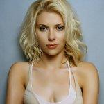 scarlett-johansson-sexy-dress-actress-iphone-6 (1)